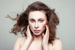 Retrato de uma menina com composição mínima. Imagem de Stock Royalty Free