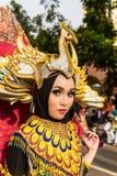 Retrato de uma menina com o traje da fantasia em Java Folk Arts Festival ocidental fotos de stock