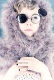Retrato de uma menina com penas Fotografia de Stock Royalty Free