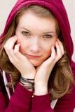 Retrato de uma menina com sardas imagens de stock