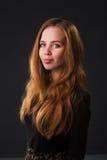 Retrato de uma menina consideravelmente sensual Fotografia de Stock Royalty Free