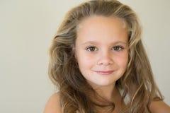 Retrato de uma menina de sorriso Imagem de Stock Royalty Free