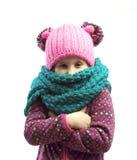 Retrato de uma menina em um tampão e em um lenço Fotografia de Stock