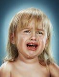 Retrato de uma menina Está gritando imagens de stock