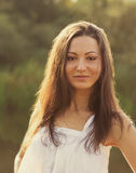 Retrato de uma menina feliz nova bonita Imagens de Stock Royalty Free