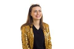 Retrato de uma menina glamoroso alegre no revestimento dourado Imagens de Stock Royalty Free
