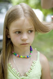 Retrato de uma menina idosa bonito de 6 anos. Fotografia de Stock Royalty Free