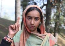 Retrato de uma menina indiana nova com lenço Fotografia de Stock Royalty Free