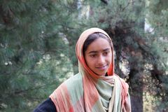 Retrato de uma menina indiana nova com lenço Foto de Stock Royalty Free