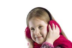 Retrato de uma menina nas capas protetoras para as orelhas e no lenço Imagem de Stock