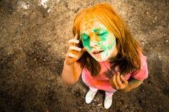 Retrato de uma menina para o festival indiano das cores Holi Fotografia de Stock