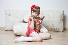 Retrato de uma menina pensativa Fotos de Stock