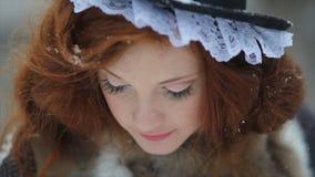 Retrato de uma menina ruivo em um traje étnico cinderella Caráter do conto de fadas filme