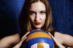 Retrato de uma rapariga com uma bola Imagem de Stock Royalty Free