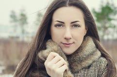 Retrato de uma menina ucraniana bonita com olhos marrons fotografia de stock royalty free