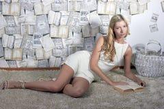 Retrato de uma moça Imagens de Stock Royalty Free
