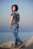 Retrato de uma moça bonita com brim fotografia de stock royalty free