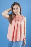 Retrato de uma moça com cabelo longo Fotos de Stock Royalty Free