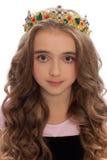 Retrato de uma moça com cabelo longo na coroa Fotografia de Stock Royalty Free