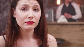 Retrato de uma moça hopless com olhos tristes video estoque