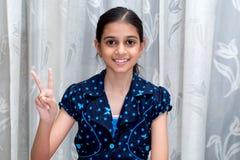 Retrato de uma moça indiana de sorriso feliz Fotografia de Stock