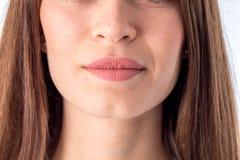 Retrato de uma moça no close-up do nariz e dos bordos foto de stock royalty free