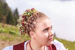 Retrato de uma moça no traje tradicional com mantilha Imagem de Stock Royalty Free