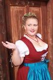 Retrato de uma moça no traje tradicional com mantilha Fotografia de Stock Royalty Free