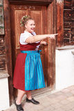 Retrato de uma moça no traje tradicional com mantilha Fotos de Stock Royalty Free