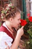 Retrato de uma moça no traje tradicional com mantilha Fotografia de Stock