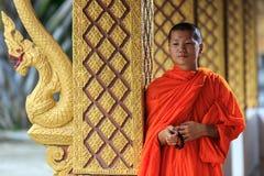 Retrato de uma monge budista nova Fotografia de Stock Royalty Free