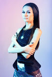 Retrato de uma morena com iluminação do contraste Imagens de Stock Royalty Free
