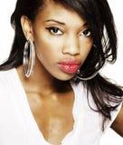 Retrato de uma mulher americana africana bonita Fotografia de Stock Royalty Free