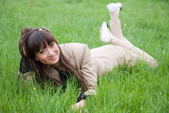 Retrato de uma mulher asiática bonita ao ar livre Fotografia de Stock