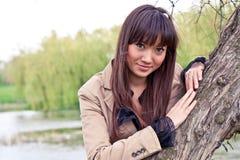 Retrato de uma mulher asiática bonita ao ar livre Fotos de Stock