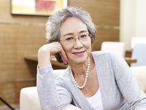 Retrato de uma mulher asiática superior Fotografia de Stock