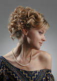 Retrato de uma mulher bonita Beleza natural Updo Fotografia de Stock Royalty Free