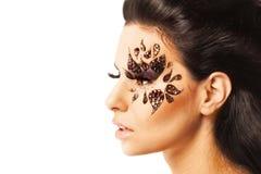 Retrato de uma mulher bonita com composição criativa da forma Fotos de Stock