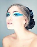 Retrato de uma mulher bonita com luvas Fotos de Stock Royalty Free