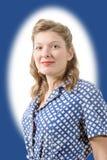 Retrato de uma mulher bonita com roupa 1940 imagens de stock