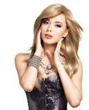 Retrato de uma mulher bonita da forma com composição brilhante Imagens de Stock Royalty Free