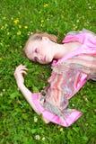 Retrato de uma mulher bonita no prado Imagens de Stock Royalty Free