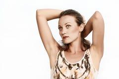 Retrato de uma mulher bonita que sonha de um fundo branco Imagens de Stock Royalty Free