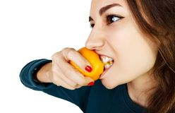 Retrato de uma mulher caucasiano bonita com limão, isolado completamente Foto de Stock