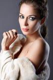 Retrato de uma mulher com jóia. Imagem de Stock Royalty Free
