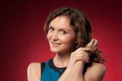 Retrato de uma mulher consideravelmente nova Fotos de Stock Royalty Free
