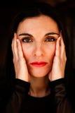 Retrato de uma mulher da maturidade com olhos marrons fotografia de stock