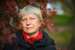 Retrato de uma mulher de meia idade Fotos de Stock Royalty Free