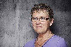 Retrato de uma mulher de meia idade Imagem de Stock