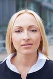 Retrato de uma mulher de negócio loura Foto de Stock Royalty Free